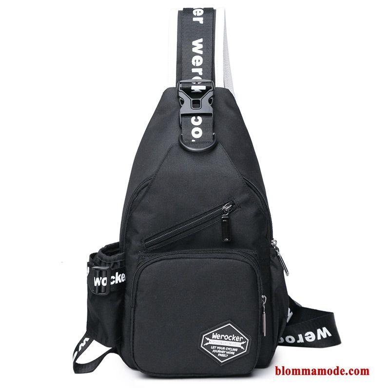 1018eee0ca liten axel väska svart